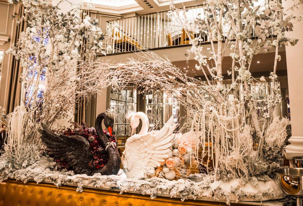 UK London Corinthia Hotel Swans